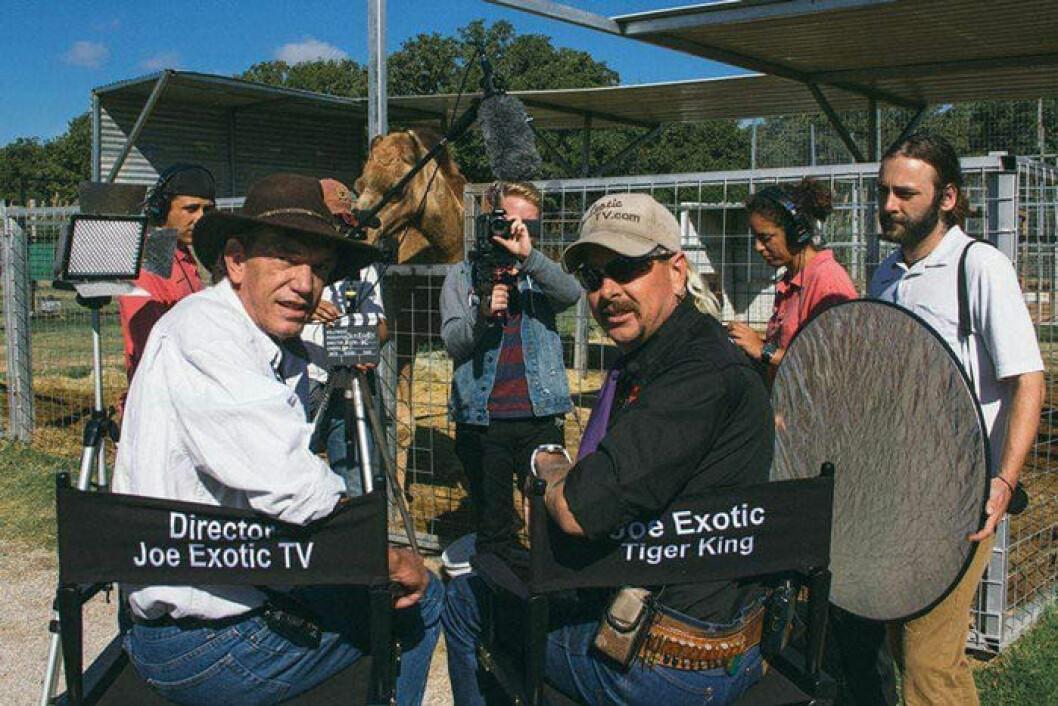 En bild på tv-producenten Rick Kirkman och djurparksägaren Joe Exotic.