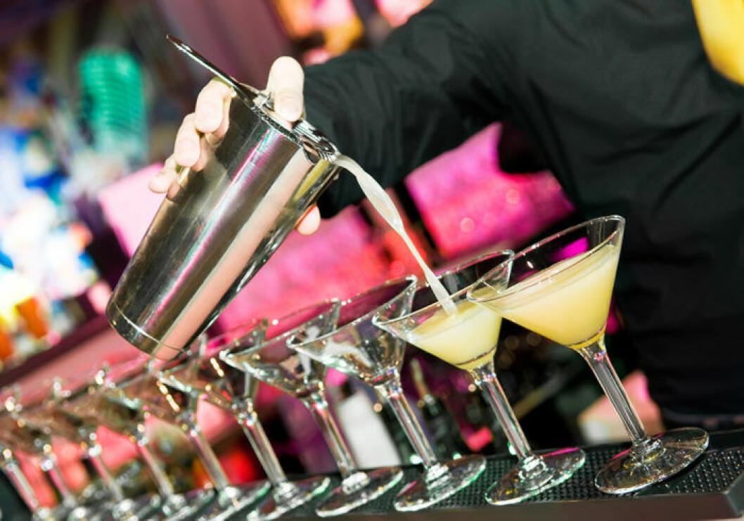 Drinkar i långa rader. Foto: Shutterstock