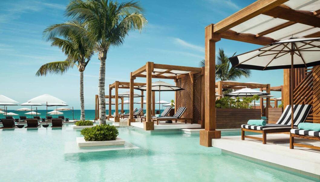 Lata dig vid en pool hela dagarna! Här är drömjobbet!