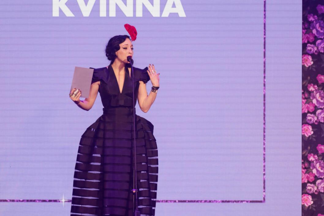 """Bea Åkerlund delade ut pris till """"Årets bäst klädda kvinna""""."""