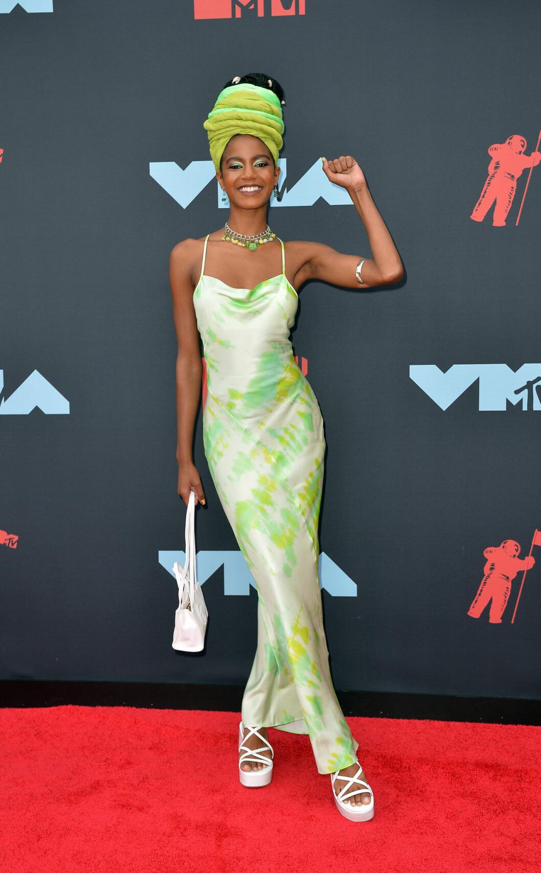 Ebonee Davis på röda mattan på VMA 2019