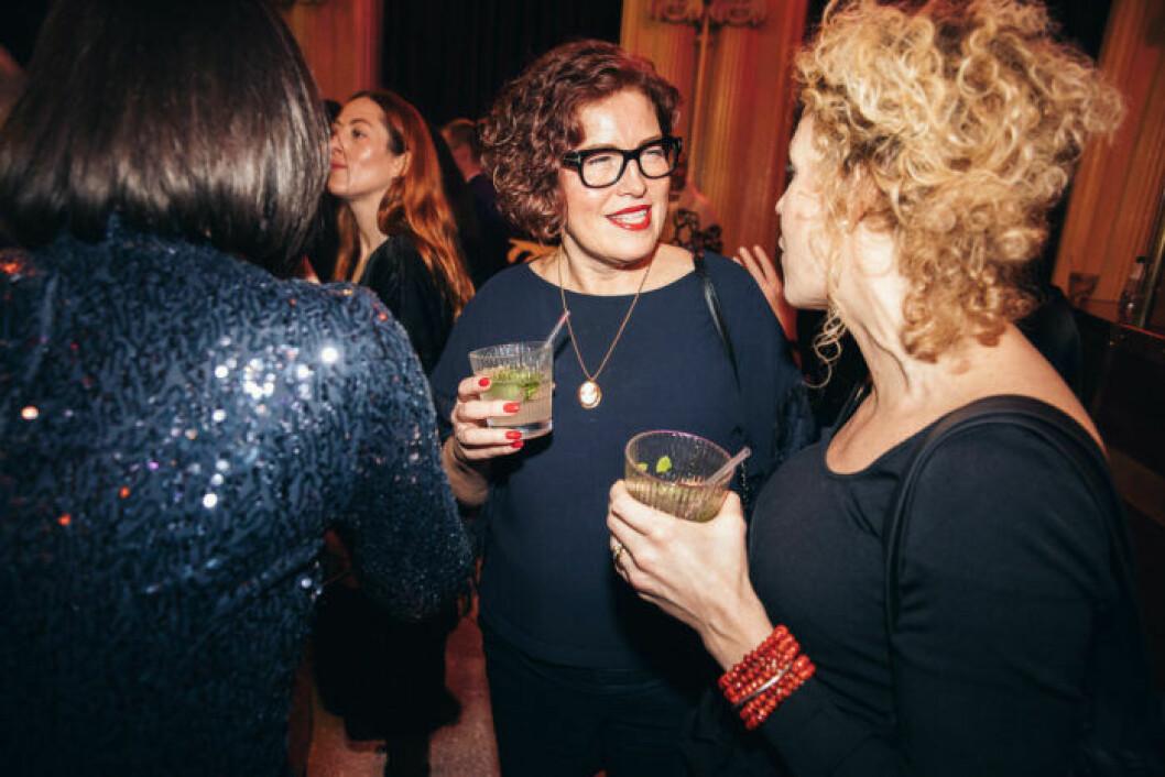 Minglande gäster på festen på ELLE Decoration Swedish Design Awards 2019