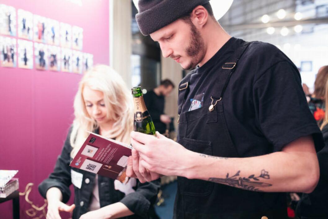Gäster besöker photobooth festen på ELLE Decoration Swedish Design Awards 2019