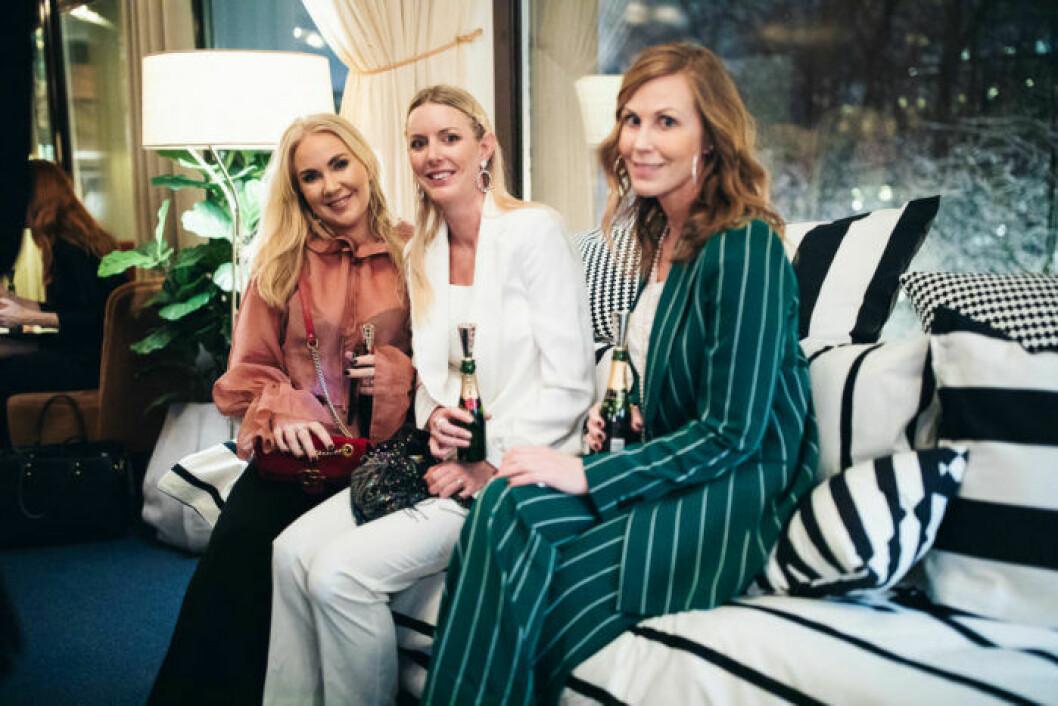 Gäster i den randiga soffan på festen på ELLE Decoration Swedish Design Awards 2019