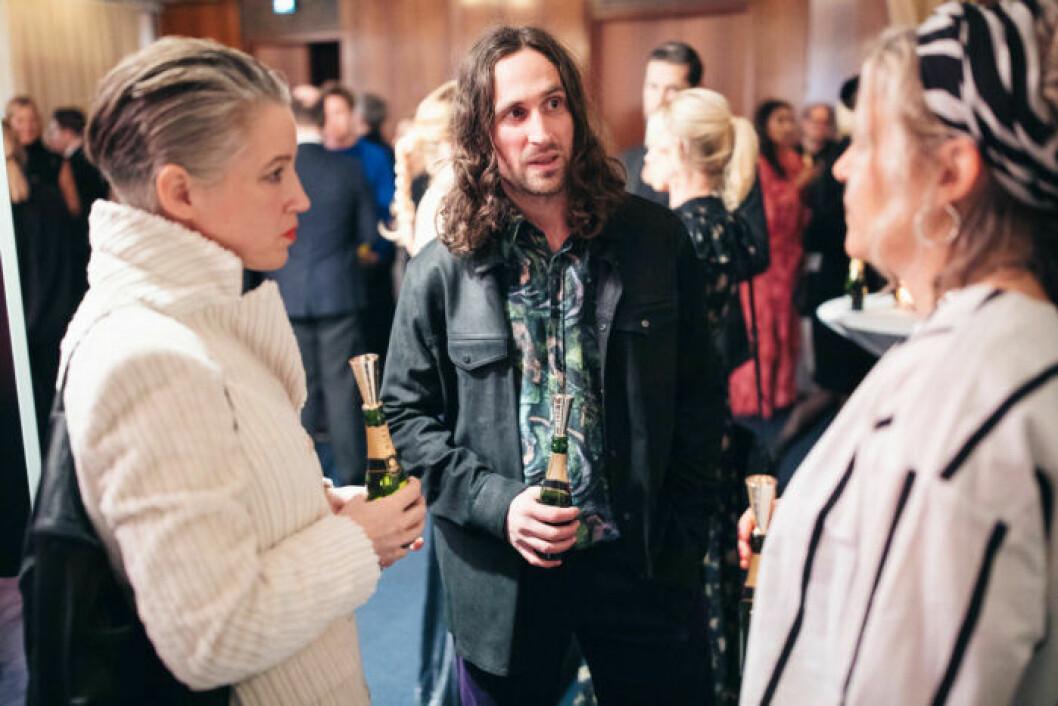 Gäster pratar på festen på ELLE Decoration Swedish Design Awards 2019