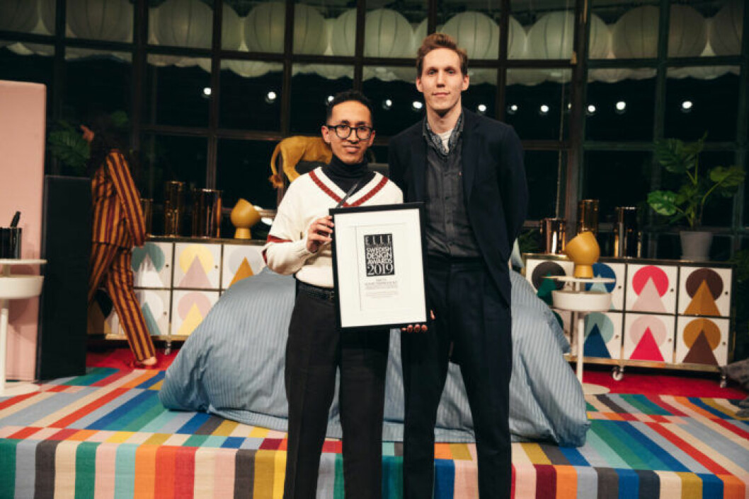 Raul Magdaleno och Karl Lindhe tar emot pris på ELLE Decoration Swedish Design Awards 2019