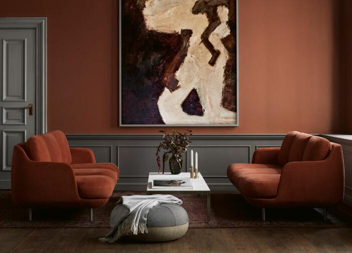 elegant sittgrupp med två soffor och soffbord
