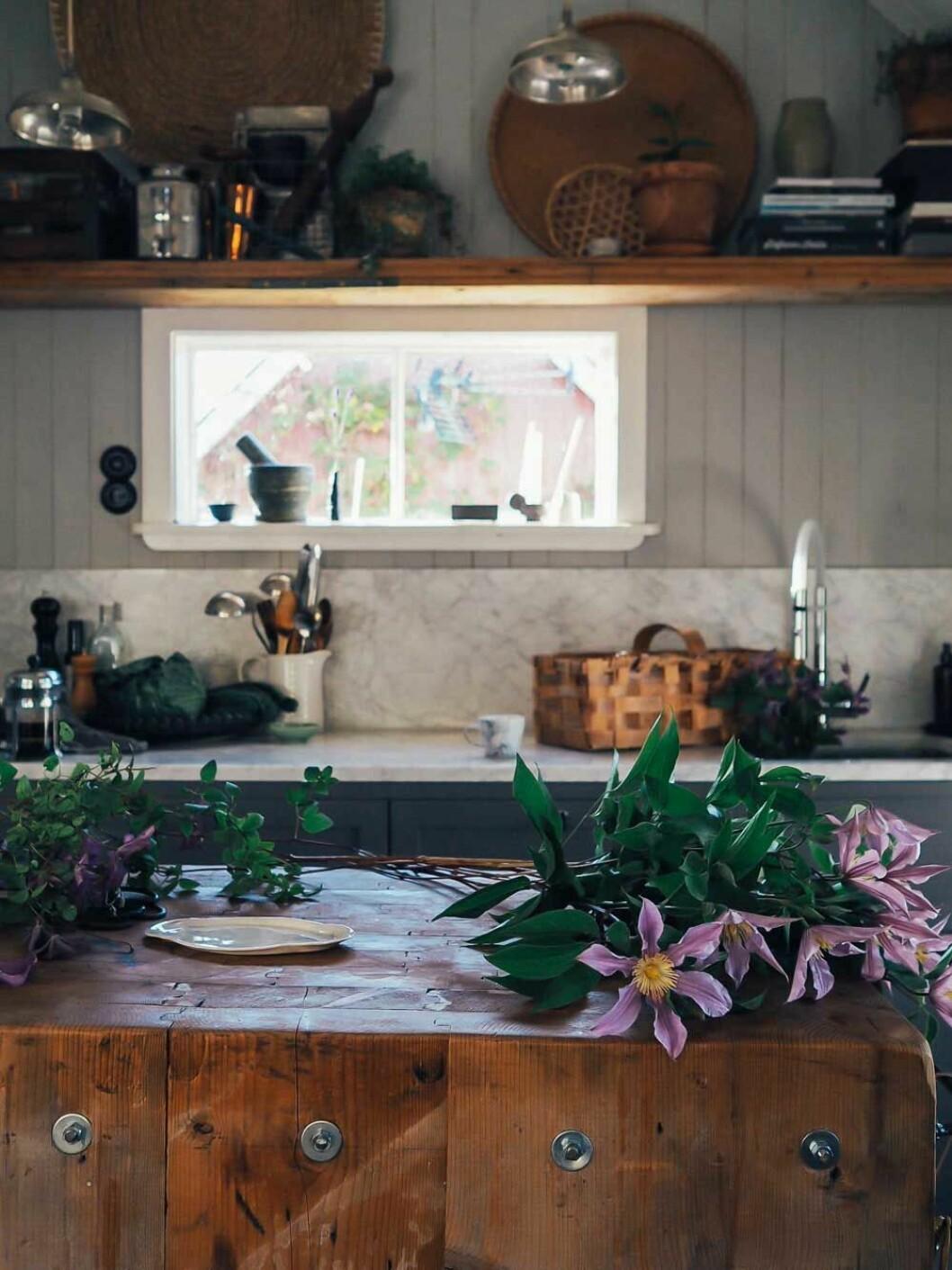 Köket i Elin Lannsjös mysiga kolonistuga