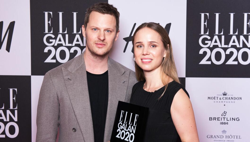 Årets designer Karl Lindman och Elin Kling för Toteme på ELLE-galan 2020