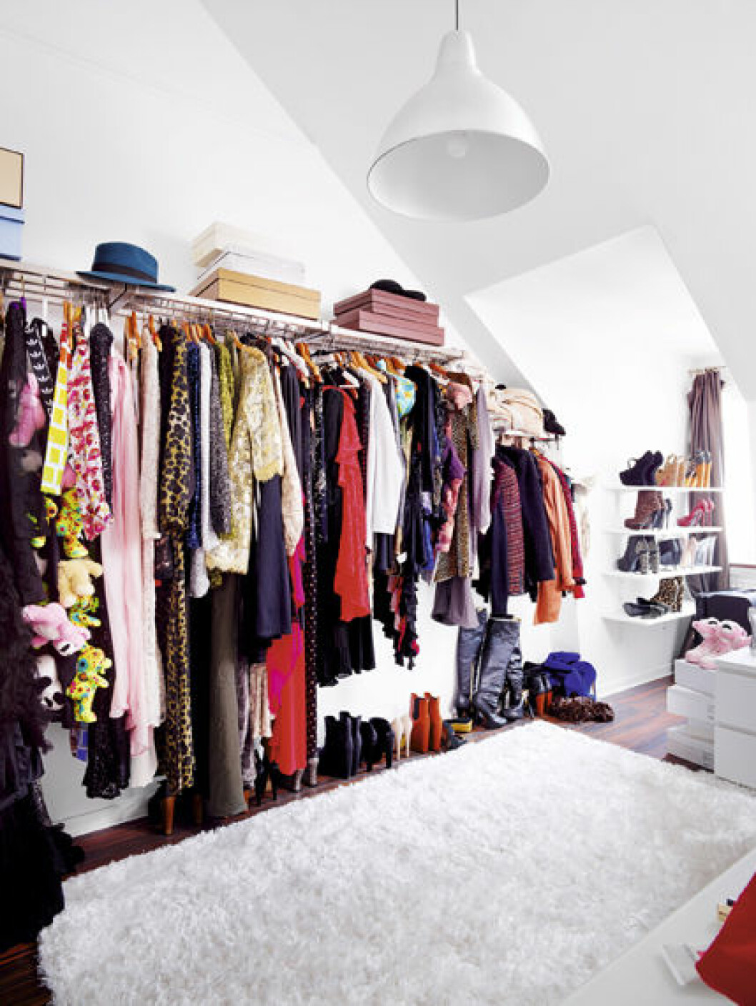 Rebecca Simonssons Walk in closet.