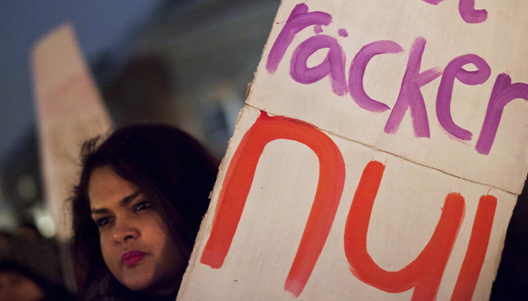 Demonstration för kvinnor, plaktat, räcker nu.