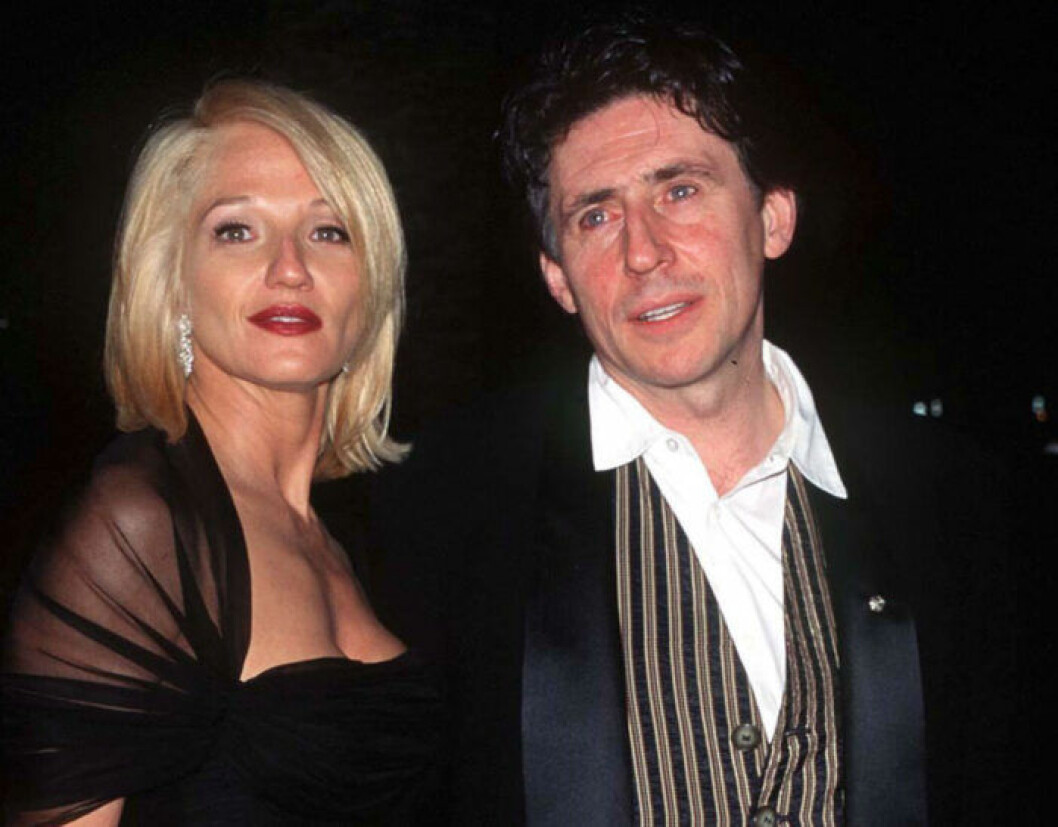 Ellen Barkin och Gabriel Byrne.