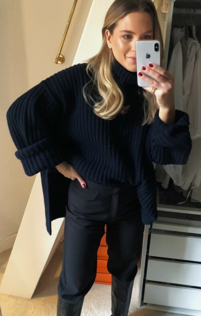 ELLEs stylingredaktör Josefine Kanth säger hej från hemmakontoret med fyra enkla sätt att styla stickade polotröjan på.