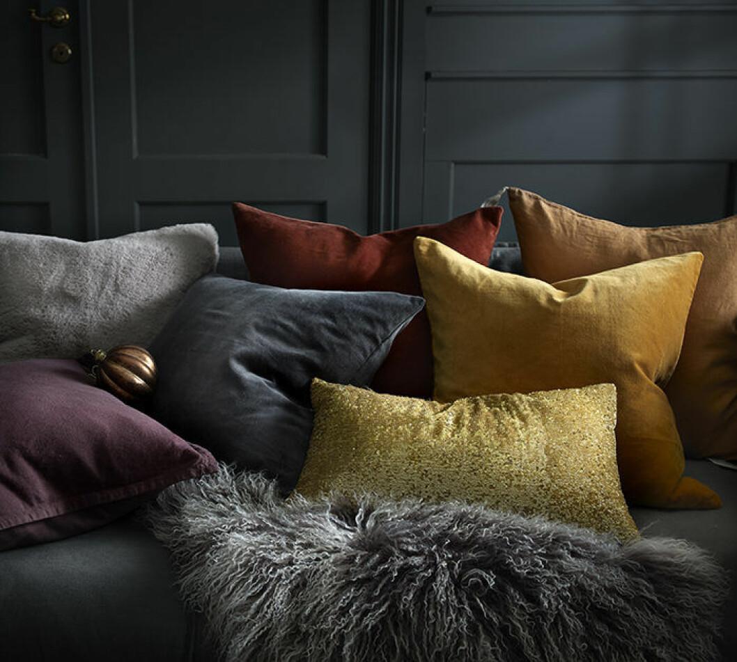 Sammetskuddar i vinterns trendfärger hos Ellos Home 2018