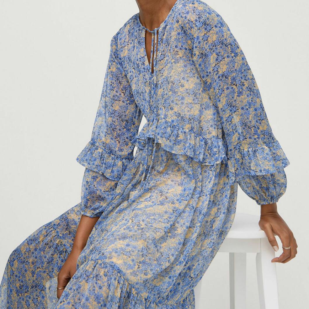 Blå transparant maxiklänning från Ellos