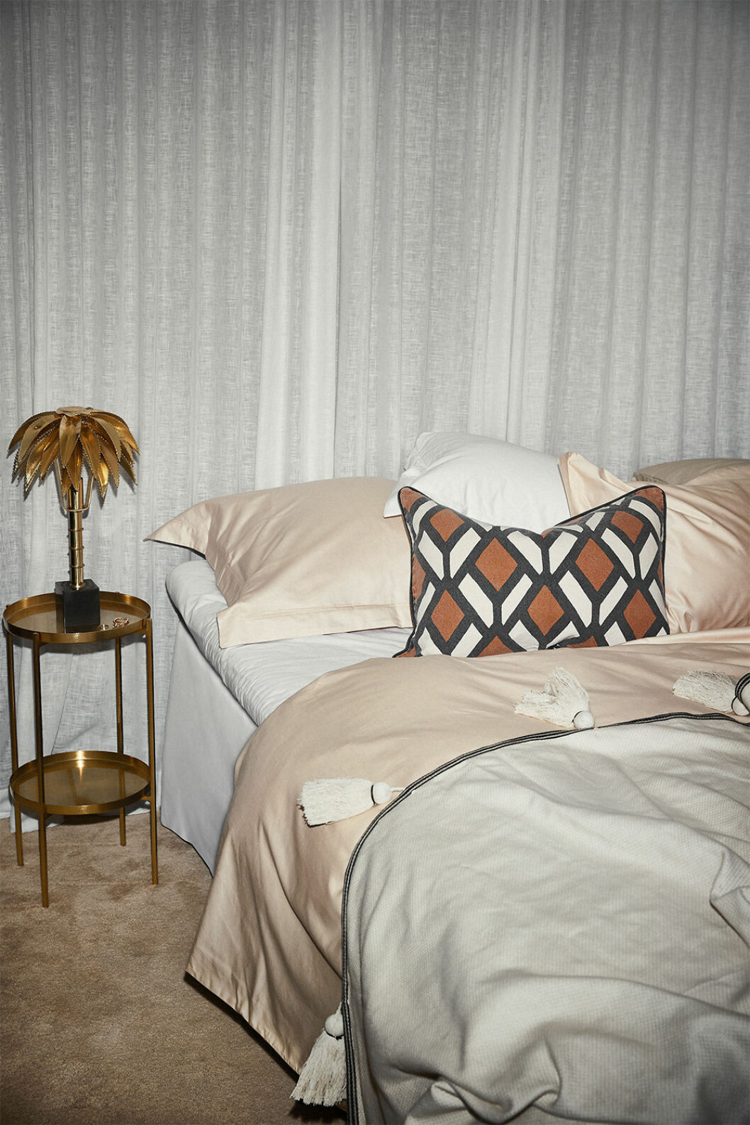 Sängkläder och detaljer från Ellos Homes staycation-kollektion
