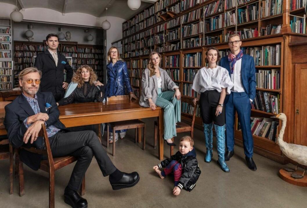 Elsa med sin man Pontus och resten av familjen Billgren