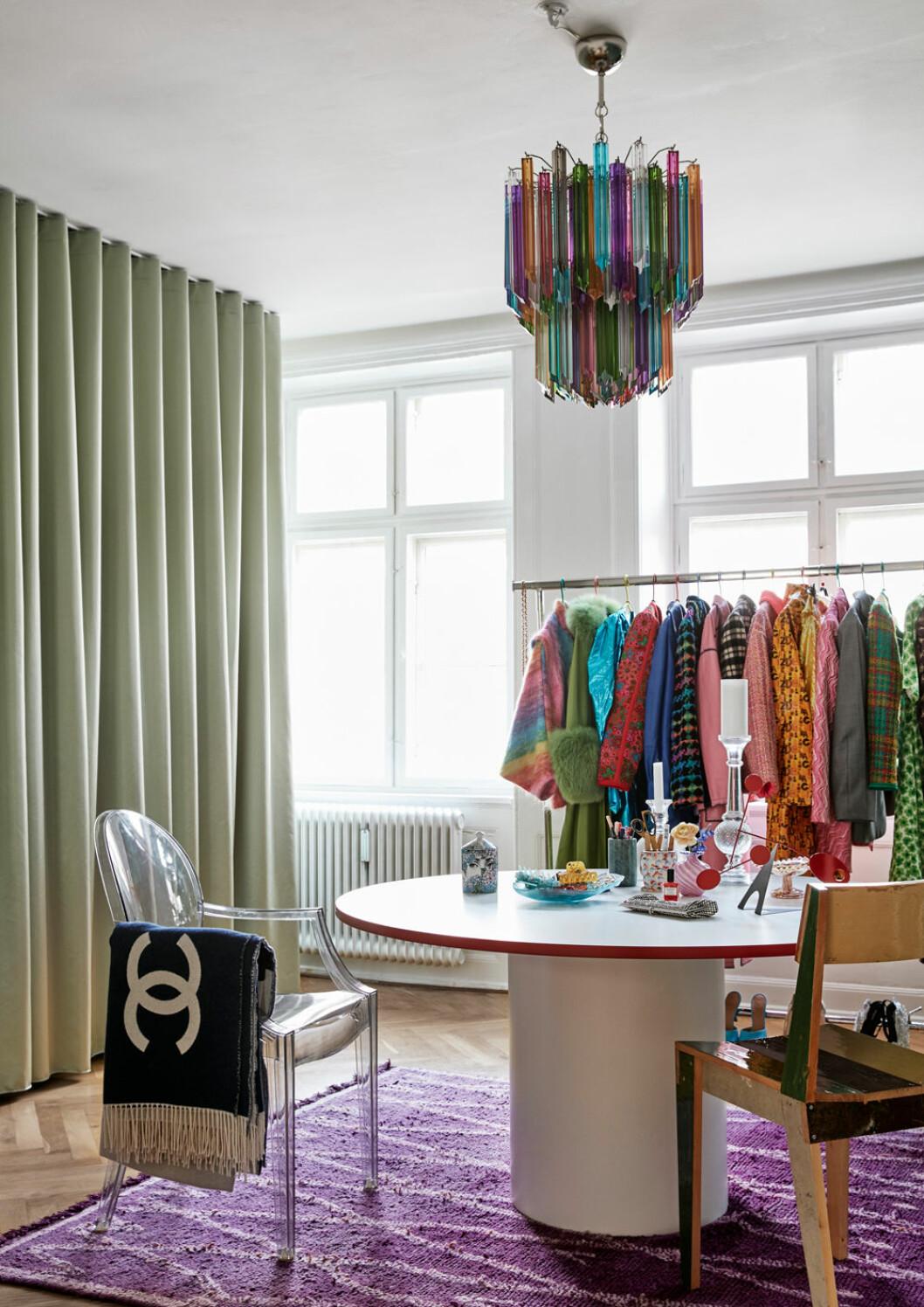 Hemma hos Emili Sindlev Köpenhamn walk in closet