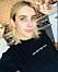 Emma Roberts osminkad i en svart t-shirt