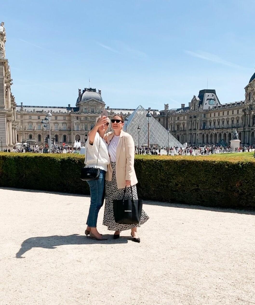 Frida och Emma i Paris.