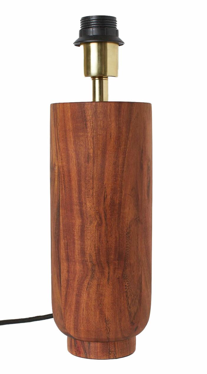 En rejäl lampfot sätter tonen, som denna i trä från H&M Home.