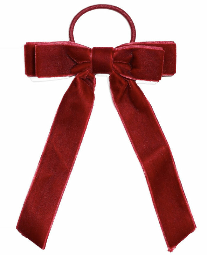 En sammetsrosett i håret är den perfekta juldetaljen. Denna i rött kommer från Glitter och finns även i svart. Se båda varianterna eller köp här.