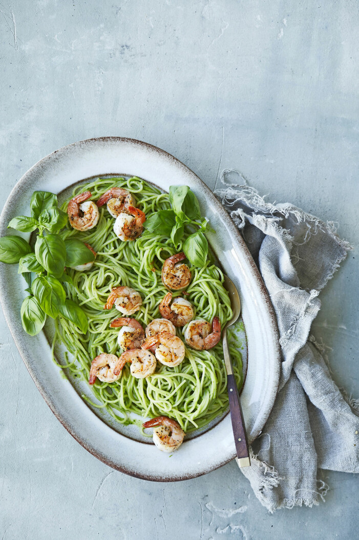 Enkelt recept på spaghetti med räkor och avokadokräm