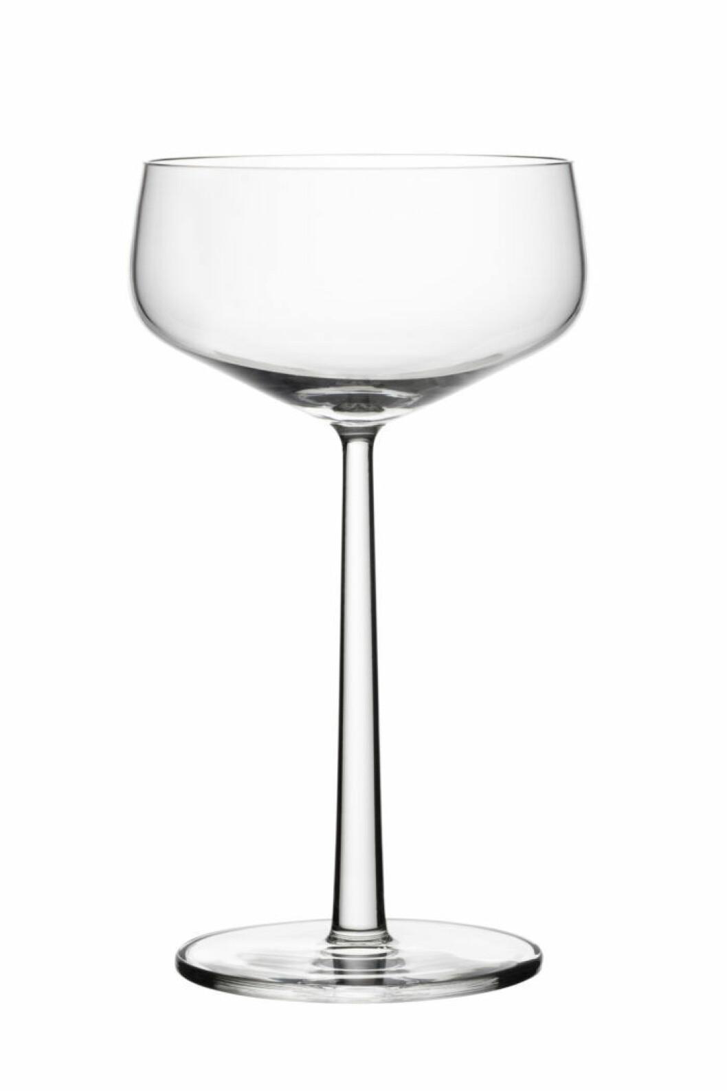 Cocktailglasen dessert/champagneskål 31 cl från Iittalas serie Essence passar fint både som drink-och efterrättsglas.