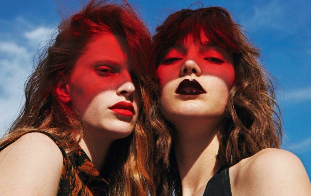 Euphoria-sminkning, rött och svart läppstift