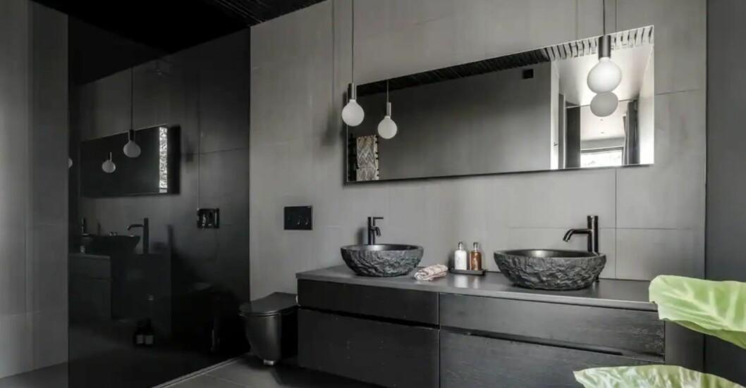 badrum med dubbla handfat