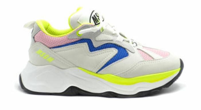 färgade sneakers