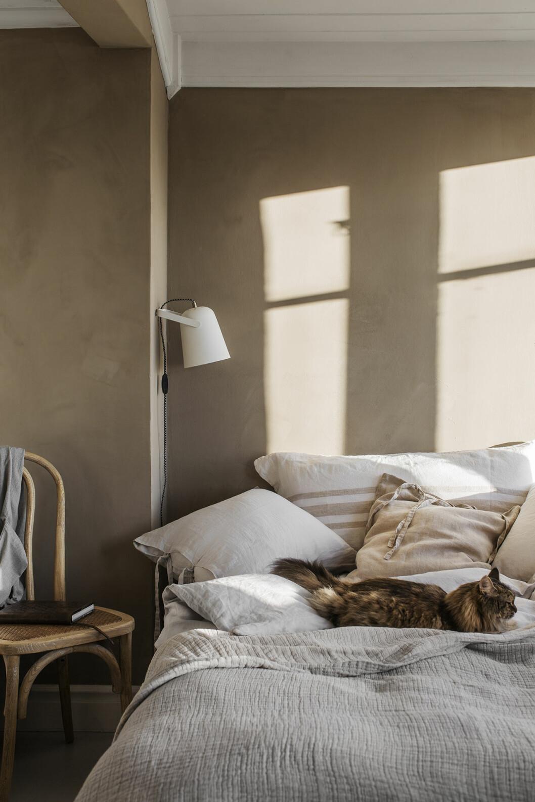 Här är stylisternas färgknep som skapar harmoni i sovrummet