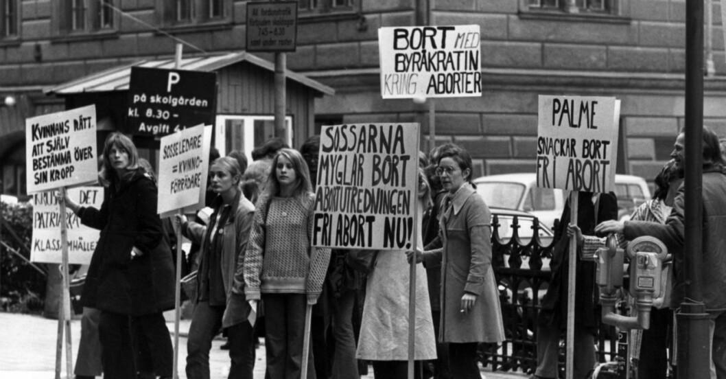 Grupp 8 demonstrerar för fri abort.