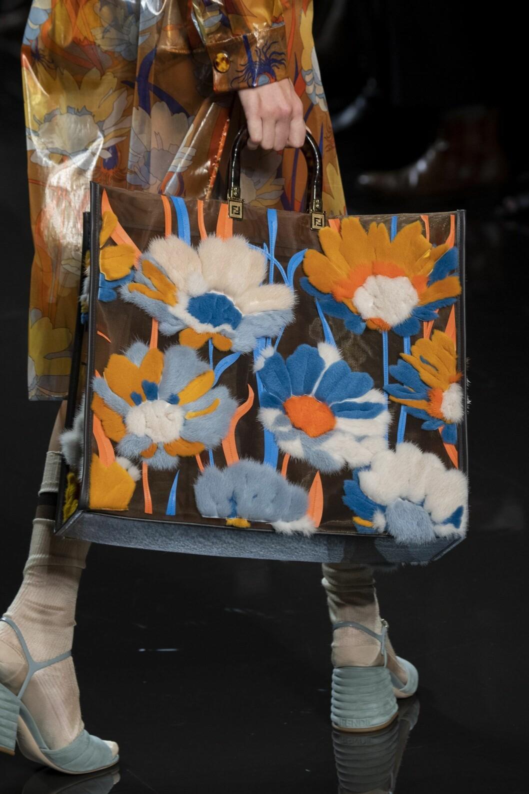 Fendi väska med blommor SS20