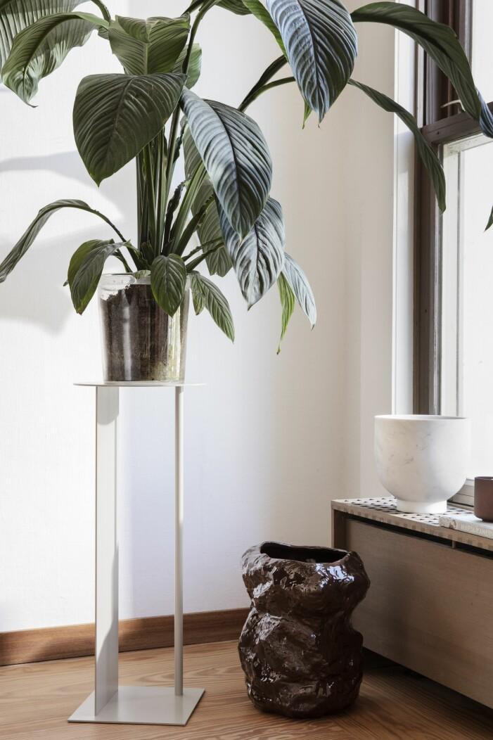 Färgstarka shoppingtips för vardagsrummet, piedestalen Place från Ferm Living