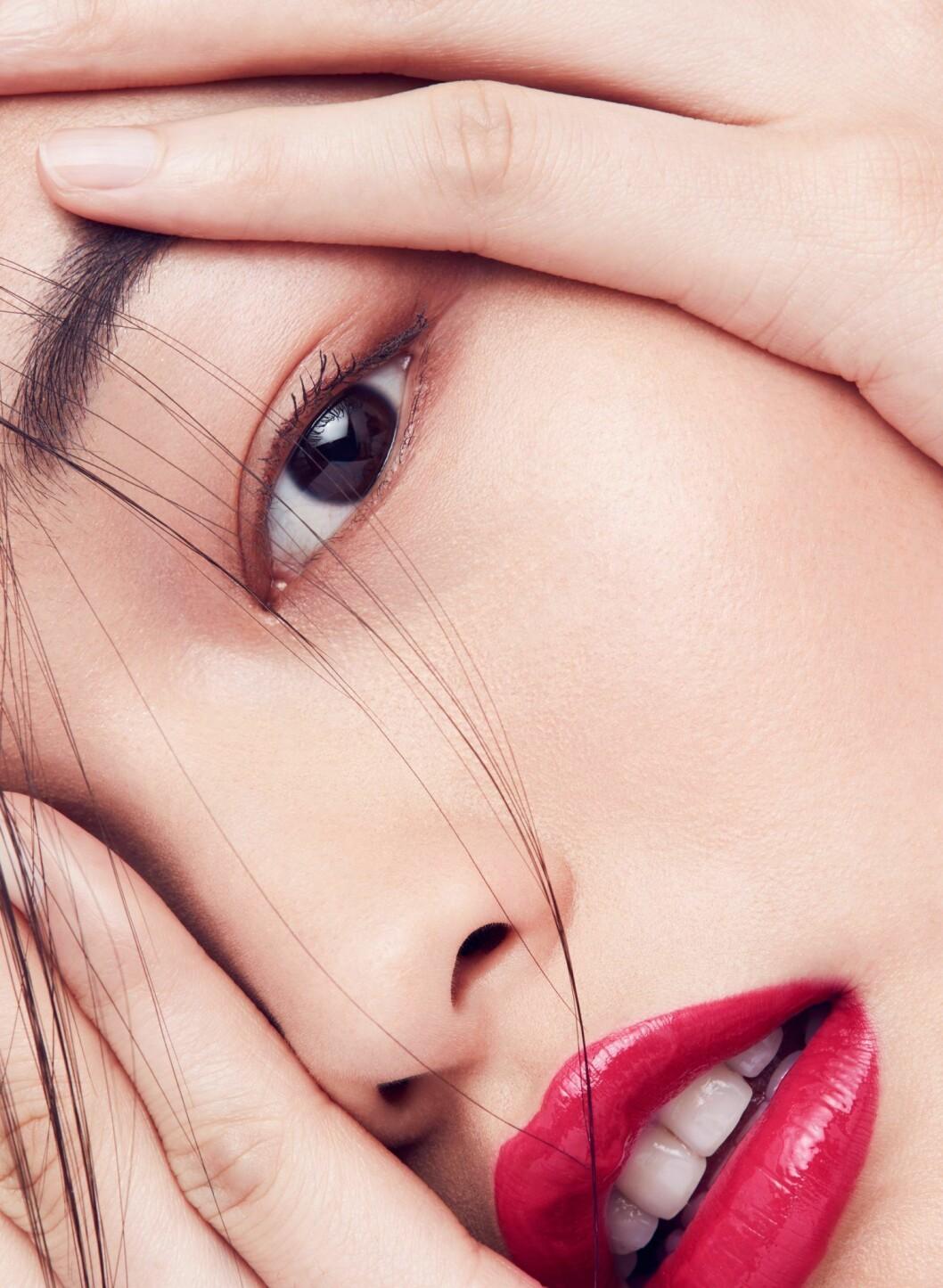 Tips på festsminkning och nyårssminkning, hallonrött läppstift