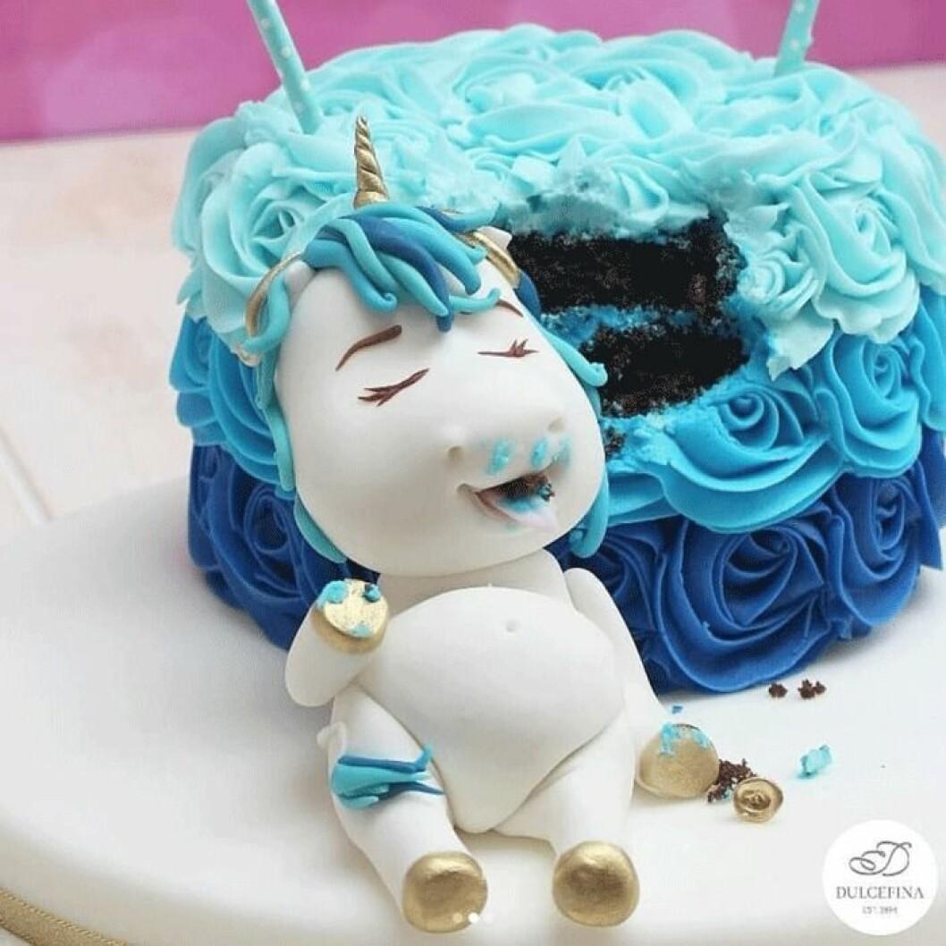 Många olika former och färger på tårtan.