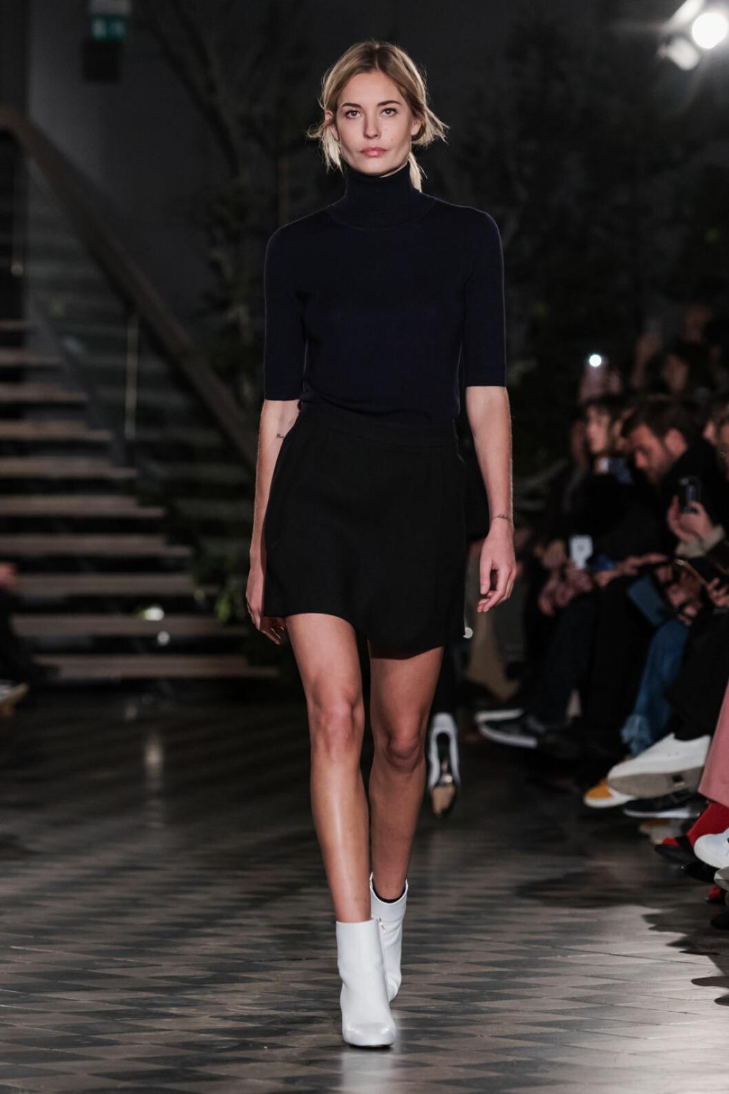 Filippa K AW 18, polotröja och kort kjol.