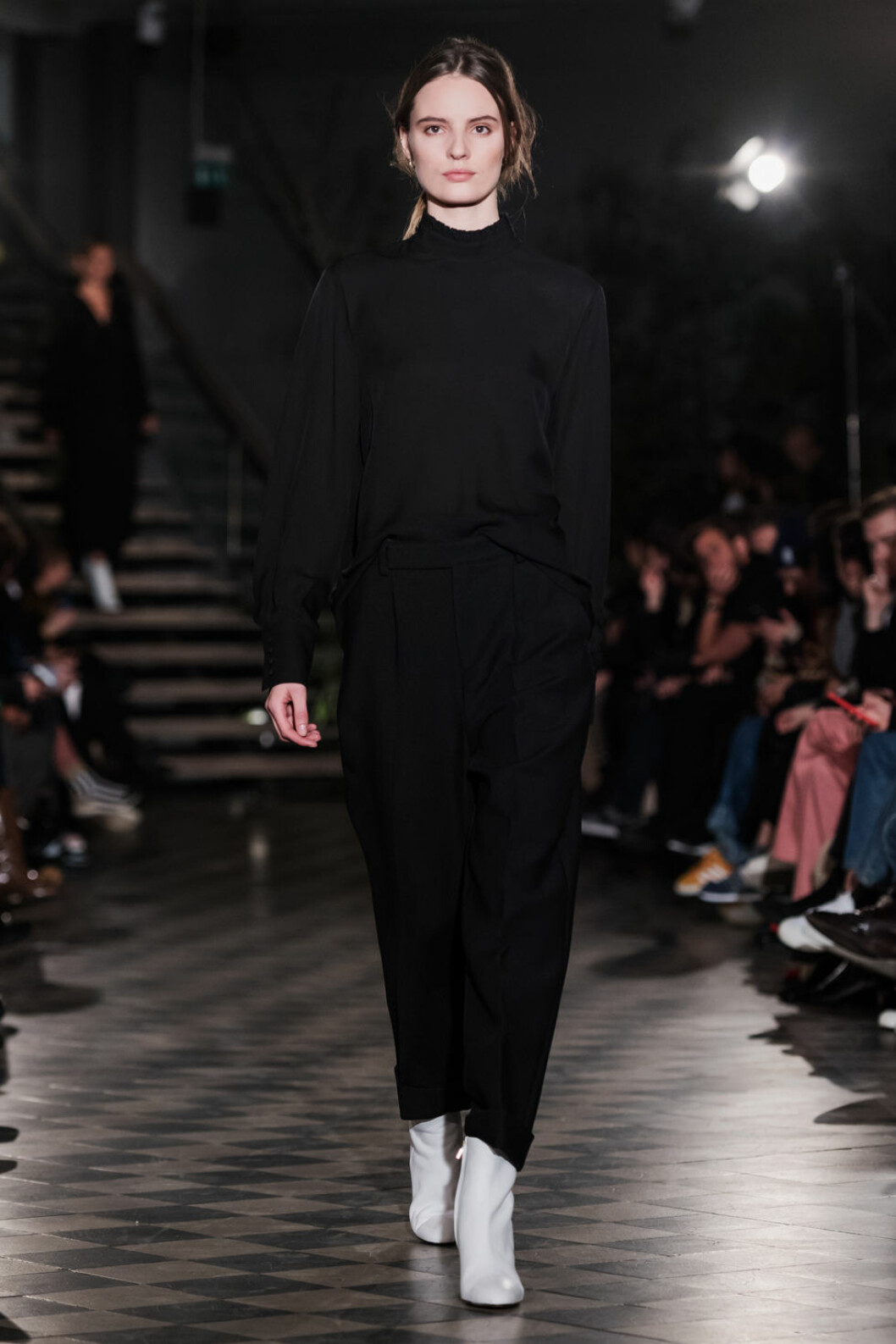 Filippa K AW 18, svart blus och svarta byxor.