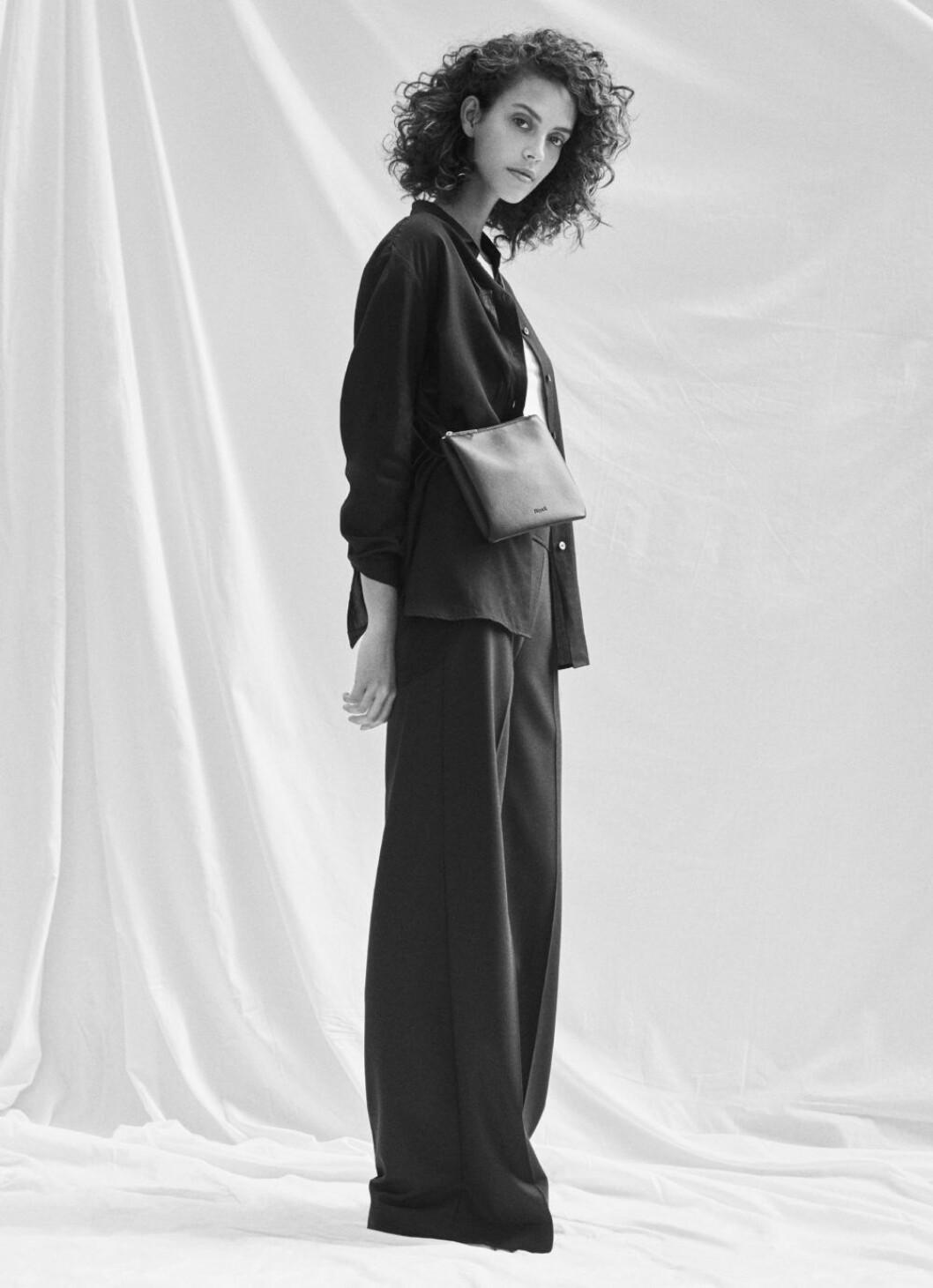 Kampanj Filippa K, styling med väska.