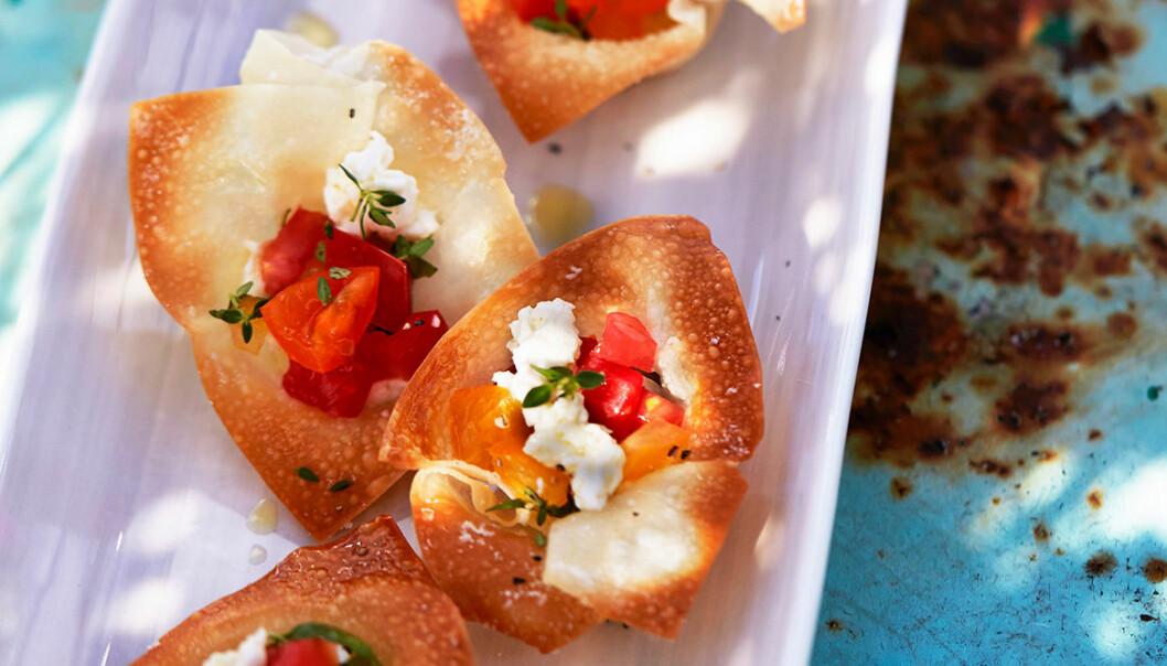 Filodegskorgar med mozzarella och tomat.
