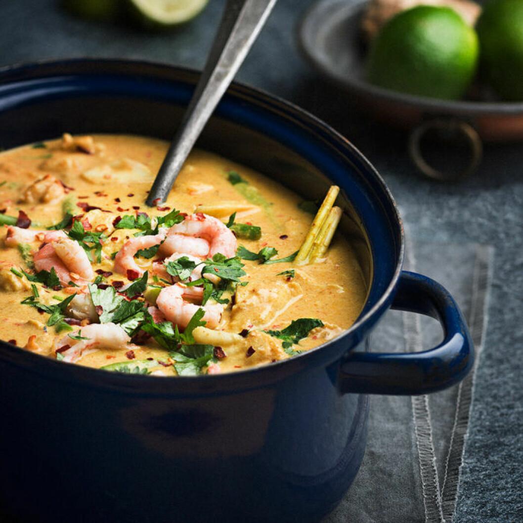 Fiskgryta med röd curry och kokosmjölk