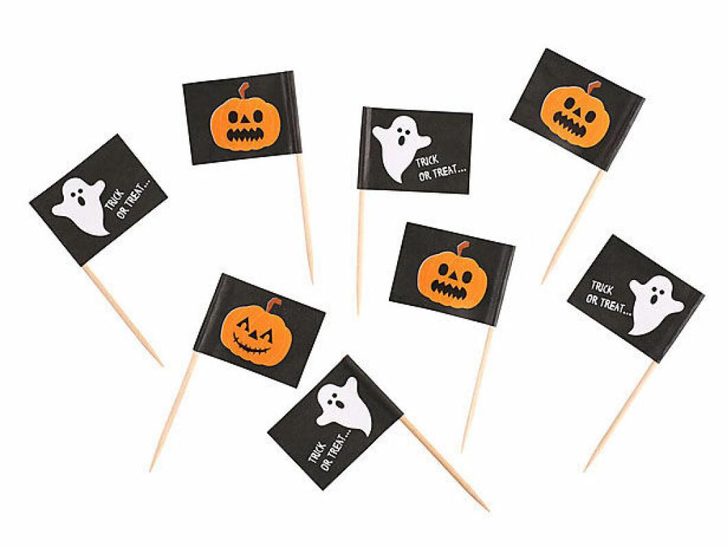 Små pappersflaggor med pumpor och spöken