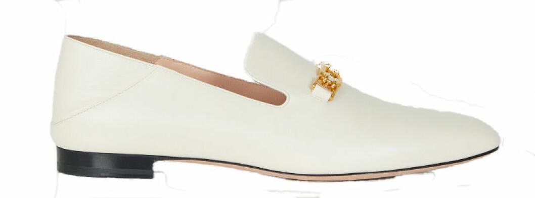 Vitt och guld i fokus med dessa nätta loafers från Bally.