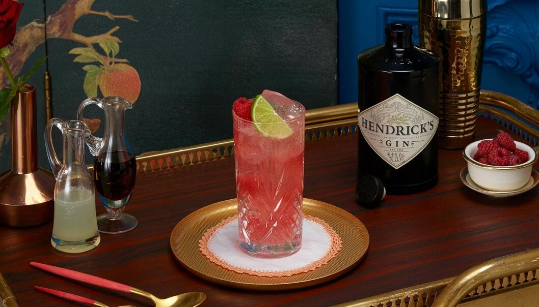 drink i highballglas på drinkvagn