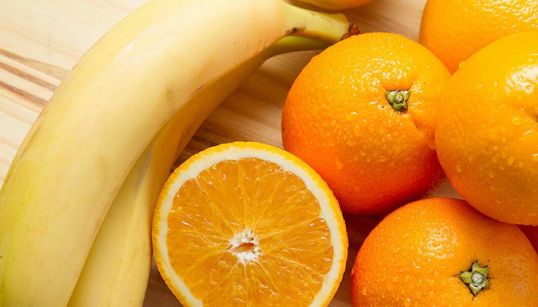 Bananer och apelsiner är bra mellanmål.