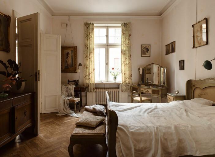 fönster mot riddargatan från sovrummet