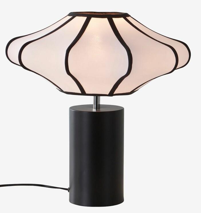 Formstark lekfullhet piggar upp. Upptäck lampan Margaux från Jotex