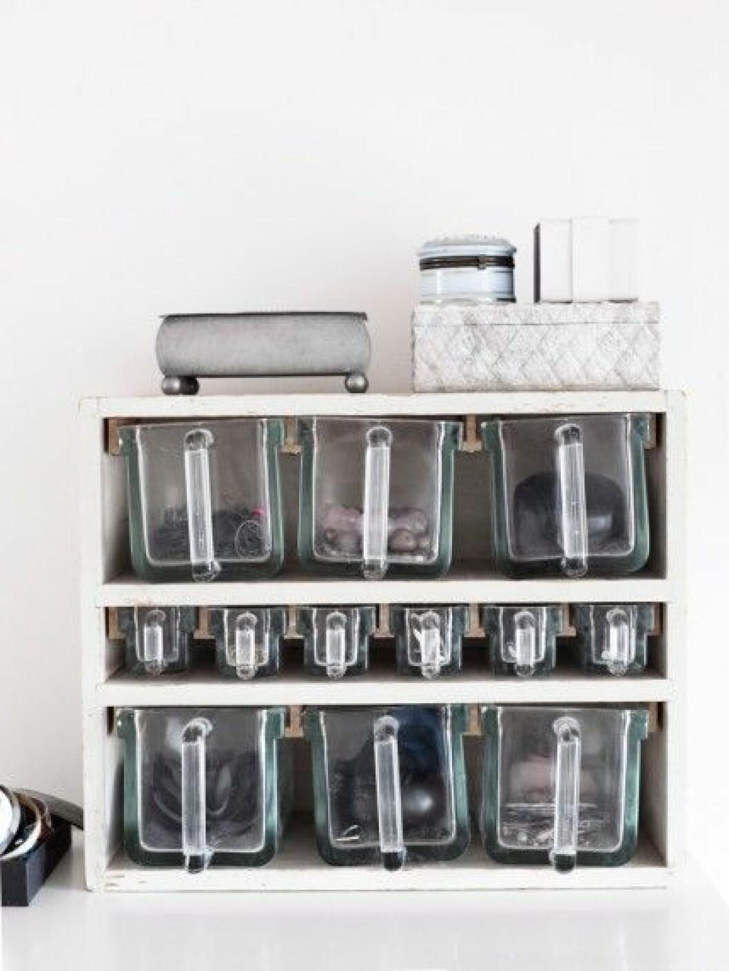 förvaring-kryddskåp-smycken-foto-anna-kern