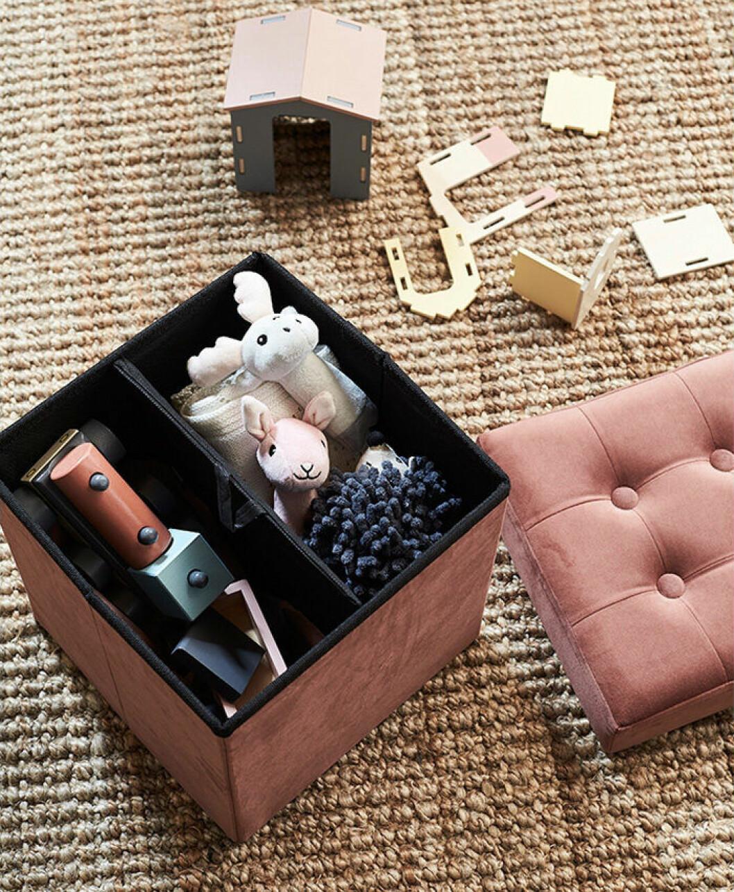 Leksaker i sammetspuff